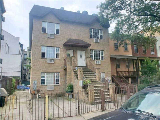 6 BR,  5.00 BTH  Colonial style home in Bushwick