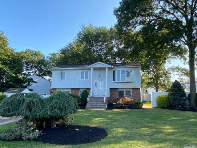 5 BR,  2.00 BTH  Hi ranch style home in West Babylon