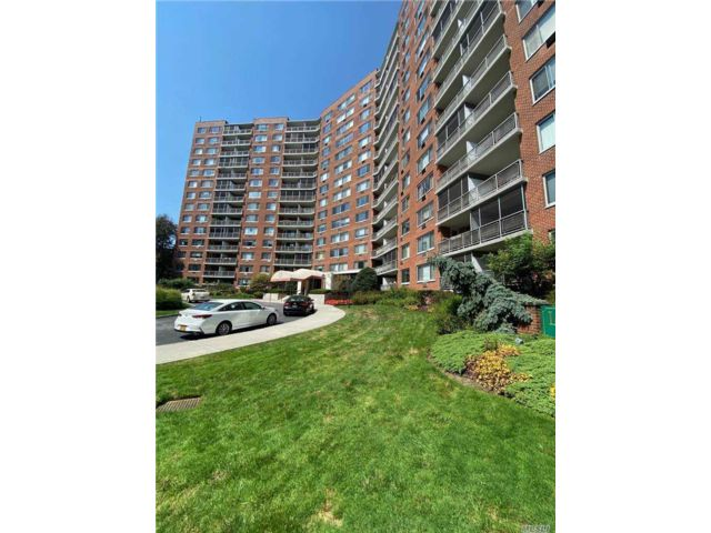 1 BR,  1.00 BTH Other style home in Bayside