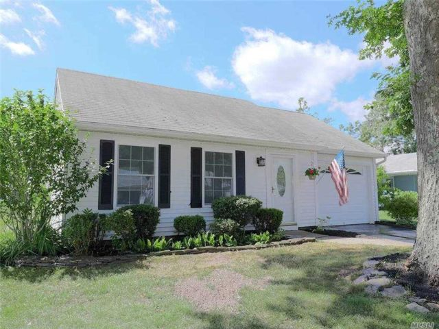 2 BR,  1.00 BTH  Other style home in Ridge