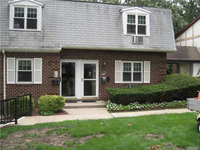 2 BR,  1.00 BTH  Other style home in Holtsville