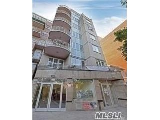 3 BR,  3.00 BTH  High rise style home in Flushing
