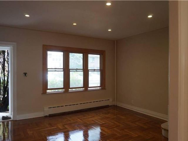 3 BR,  2.00 BTH Townhouse style home in Forest Hills