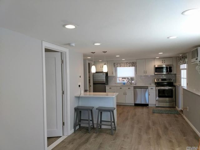1 BR,  1.00 BTH Apt in house style home in West Sayville