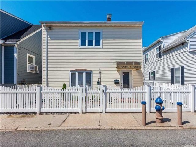 3 BR,  2.00 BTH  2 story style home in Gerritsen Beach