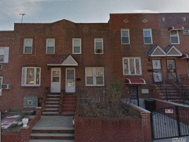 2 BR,  2.00 BTH Colonial style home in Astoria