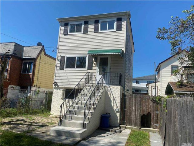 3 BR,  2.00 BTH  Colonial style home in Arverne
