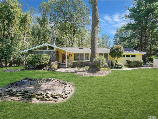 4 BR,  4.00 BTH Ranch style home in Northport