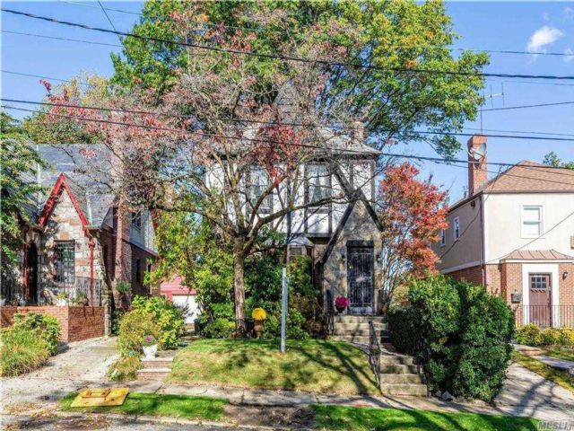 3 BR,  2.00 BTH  Colonial style home in Jamaica Estates
