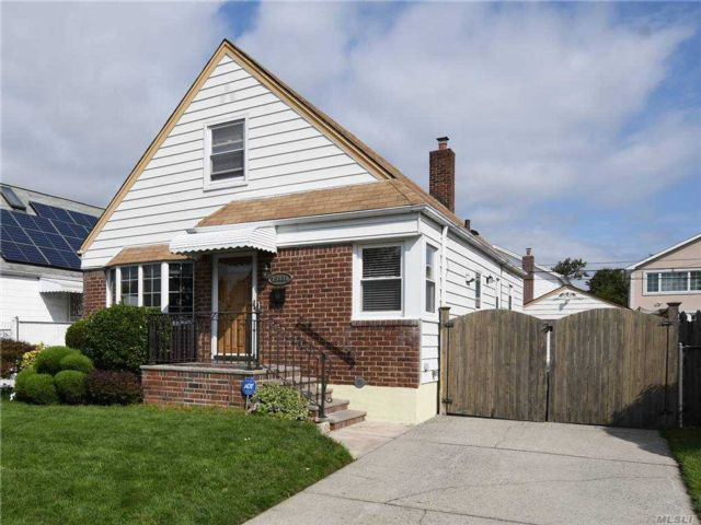 3 BR,  1.00 BTH Other style home in Whitestone