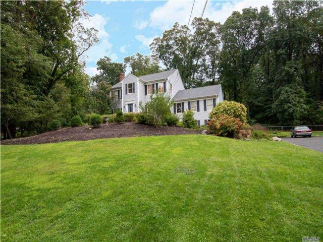 4 BR,  4.00 BTH Colonial style home in East Setauket