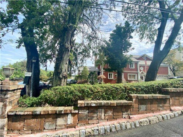 5 BR,  5.00 BTH  Colonial style home in Bayside