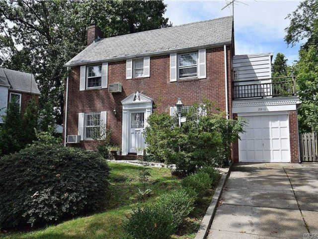 4 BR,  3.00 BTH  Colonial style home in Holliswood