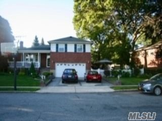 3 BR,  3.00 BTH Split level style home in Seaford
