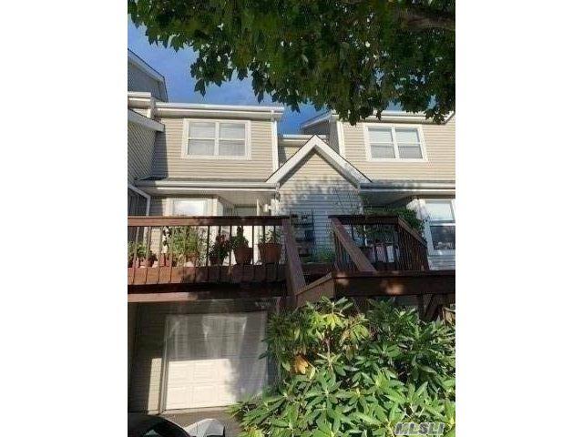 2 BR,  2.00 BTH Condo style home in Port Jefferson