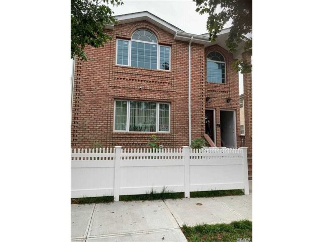 4 BR,  2.00 BTH 2 story style home in Springfield Gardens