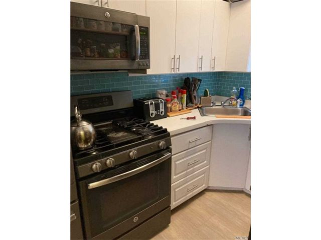3 BR,  1.00 BTH Apt in house style home in Floral Park