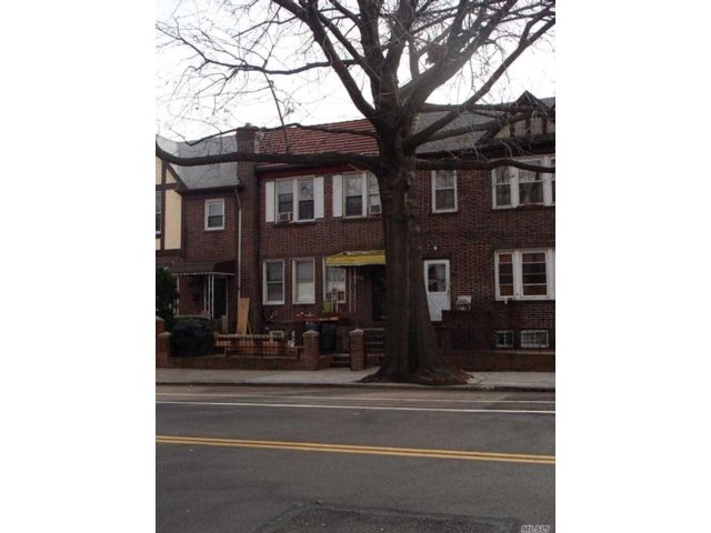 6 BR,  2.00 BTH 2 story style home in East Elmhurst