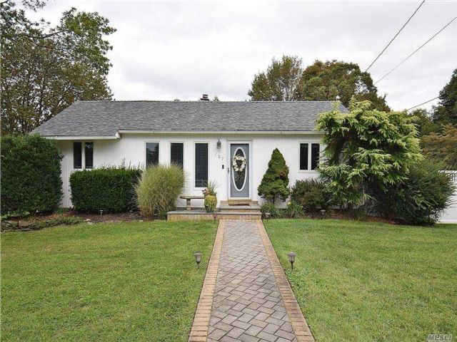 3 BR,  2.00 BTH Exp ranch style home in Islip Terrace