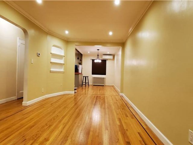 3 BR,  3.00 BTH Townhouse style home in Laurelton