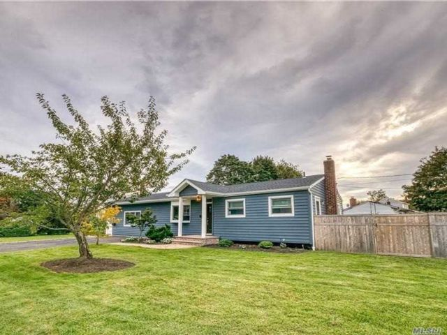 4 BR,  3.00 BTH  Ranch style home in Kings Park