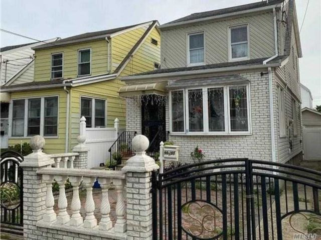 2 BR,  2.00 BTH  Colonial style home in Queens Village