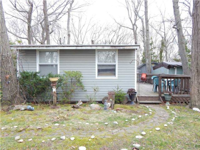 2 BR,  1.00 BTH Cottage style home in Wading River