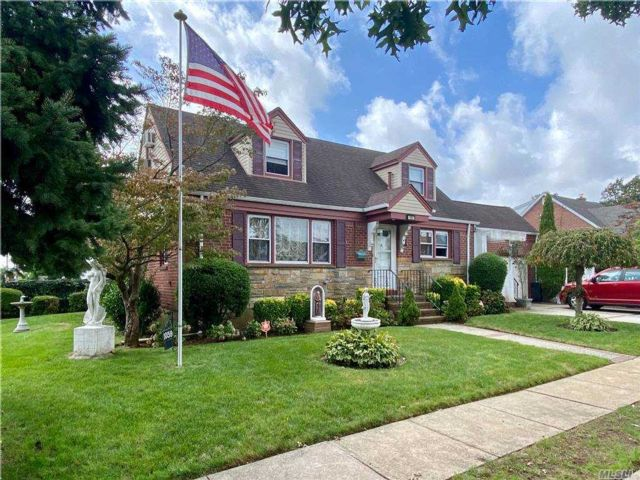 5 BR,  3.00 BTH  Cape style home in Franklin Square