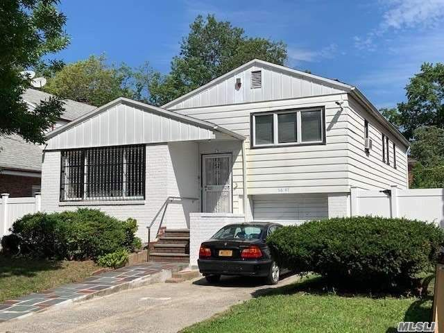 5 BR,  3.00 BTH  Split level style home in Bayside