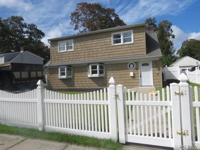 4 BR,  2.00 BTH Exp ranch style home in Copiague