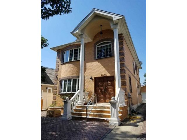 4 BR,  5.00 BTH Contemporary style home in New Hyde Park