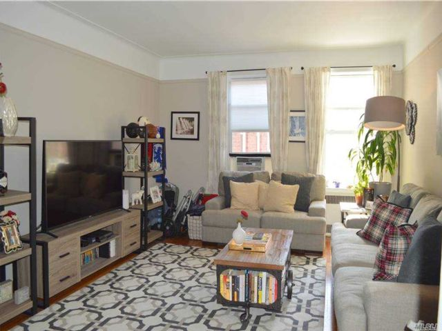 1 BR,  1.00 BTH Mid rise style home in Kew Gardens