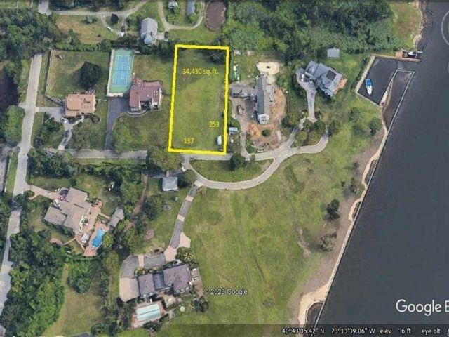 Lot <b>Size:</b> 138X253 Land style home in Bay Shore