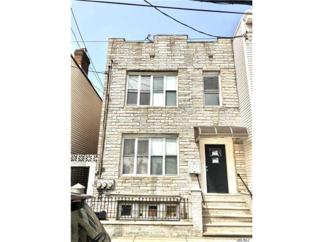 7 BR,  4.00 BTH  Colonial style home in Long Island City