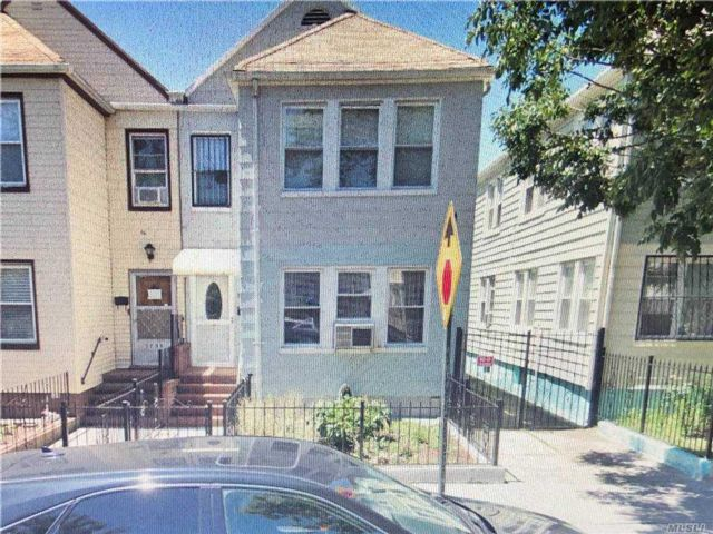 7 BR,  3.00 BTH  Townhouse style home in Jackson Heights