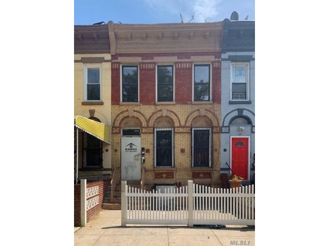 4 BR,  2.00 BTH  Duplex style home in Bedford Stuyvesant