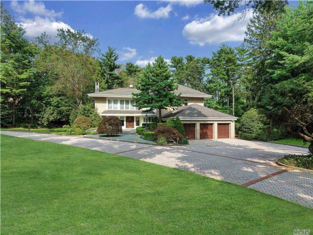 4 BR,  6.00 BTH  Contemporary style home in Old Westbury