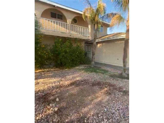 5 BR,  4.00 BTH Colonial style home in Las Vegas