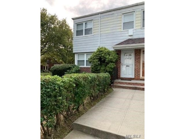 3 BR,  2.00 BTH Colonial style home in Oakland Gardens