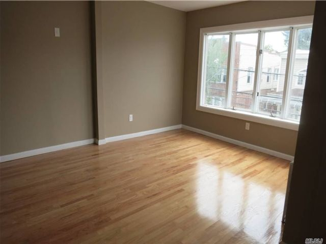 4 BR,  2.00 BTH Duplex style home in Woodhaven