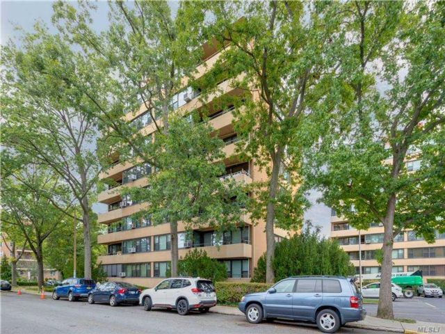 2 BR,  1.00 BTH High rise style home in Beechhurst