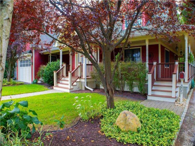 3 BR,  2.00 BTH 2 story style home in East Northport