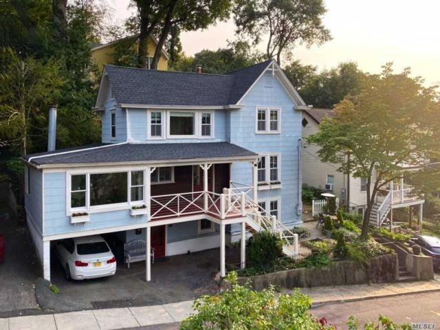 3 BR,  3.00 BTH Colonial style home in Sea Cliff