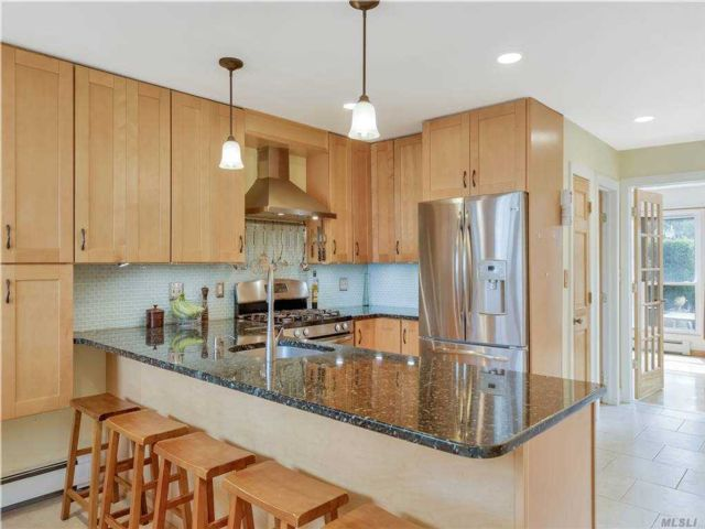 3 BR,  3.00 BTH Townhouse style home in Island Park