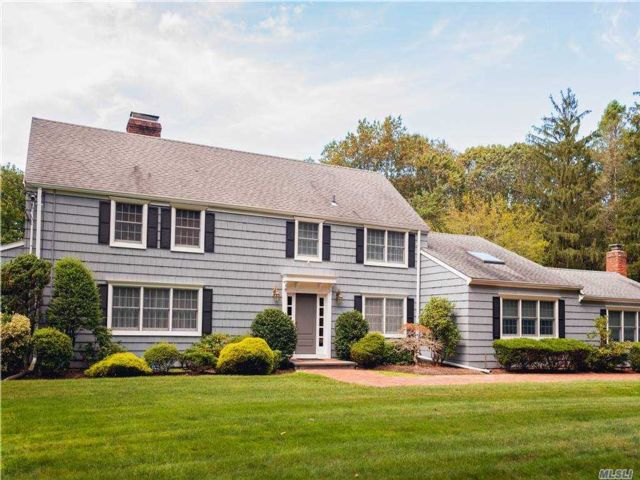 5 BR,  4.00 BTH  Exp cape style home in Laurel Hollow