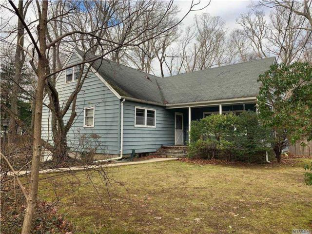 4 BR,  2.00 BTH 2 story style home in Dix Hills