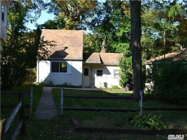 1 BR,  1.00 BTH House rental style home in Sound Beach