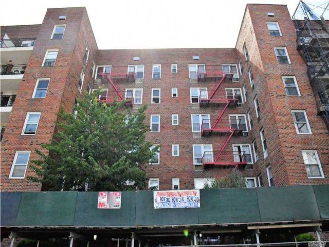 2 BR,  2.00 BTH High rise style home in Kew Gardens