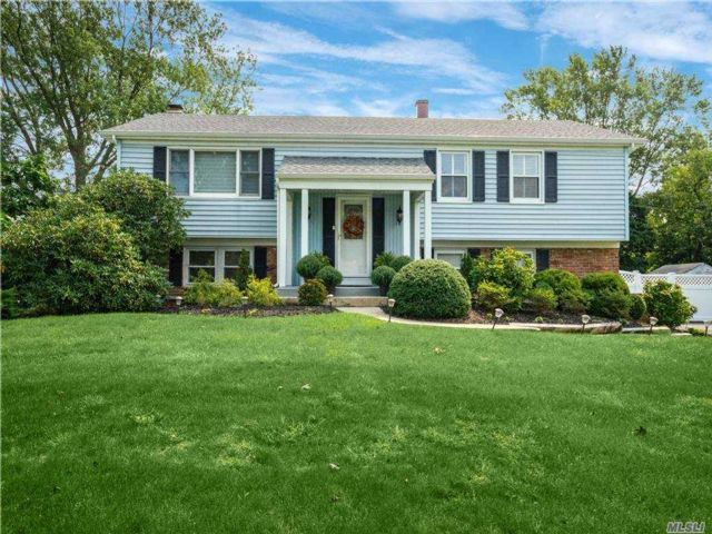 4 BR,  3.00 BTH  Hi ranch style home in Stony Brook