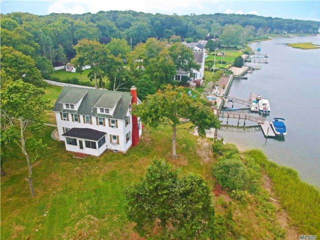 5 BR,  2.00 BTH  Hist style home in Southold